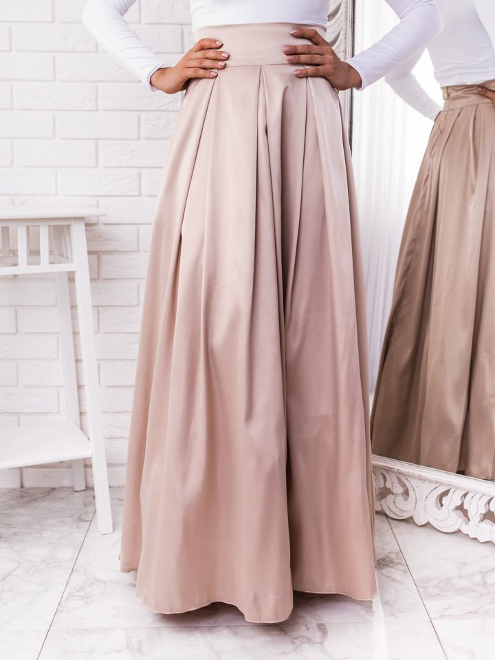 Béžová dlhá elegantná saténová sukňa
