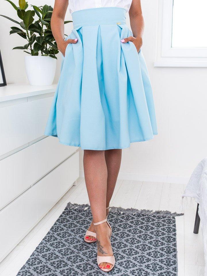Bledomodrá elegantná sukňa po kolená