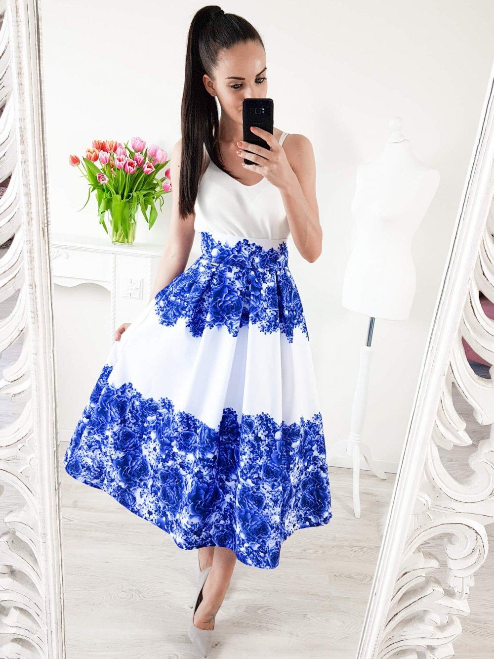 Bledomodrá midi elegantná sukňa s modrými kvetmi