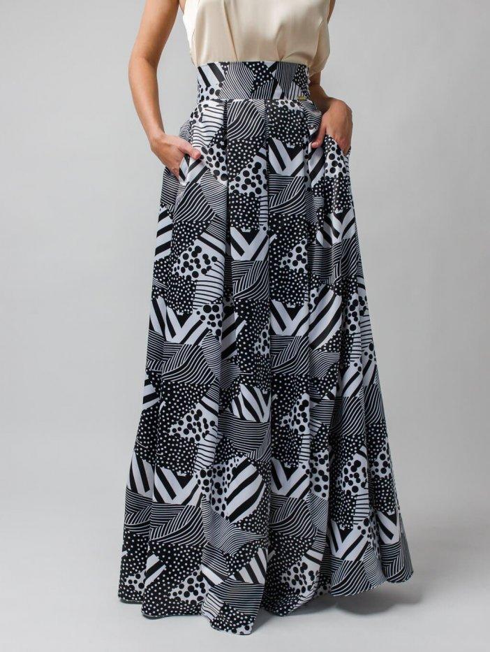 Čierno-biela saténová vzorovaná sukňa