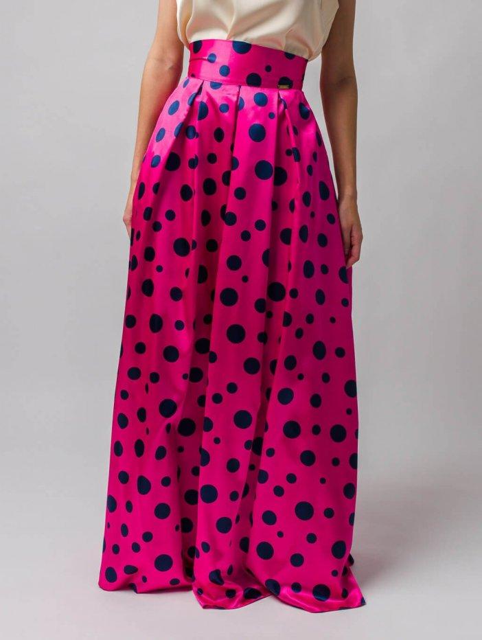 Cyklámenová dlhá saténová sukňa s modrými bodkami