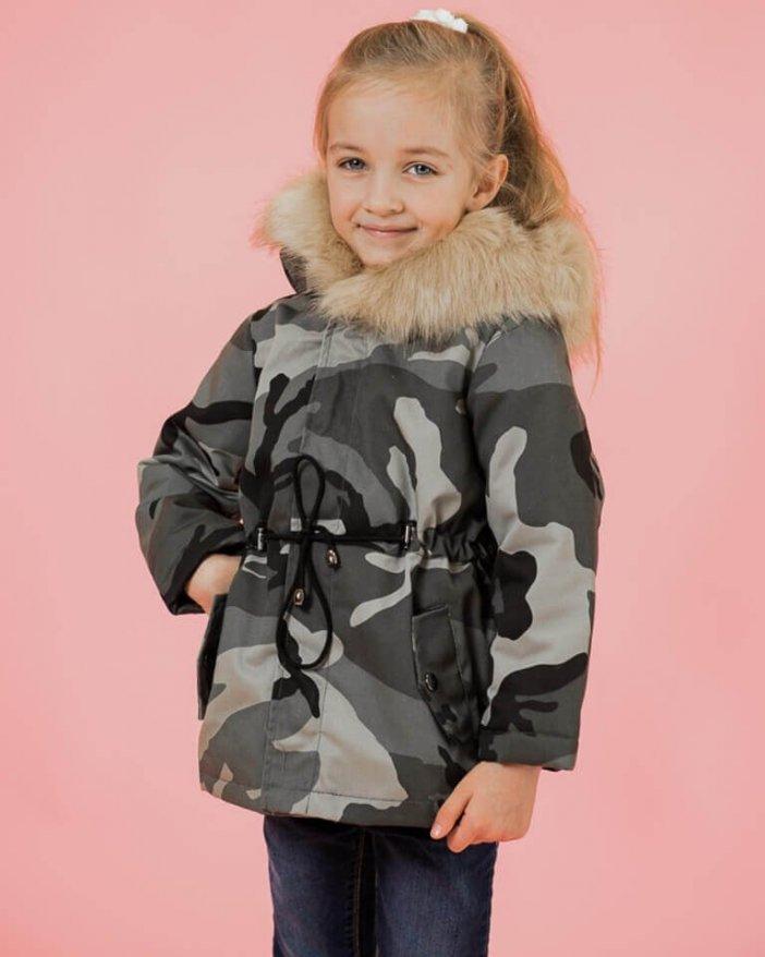 Maskáčová svetlá detská zimná bunda s hnedou kožušinou
