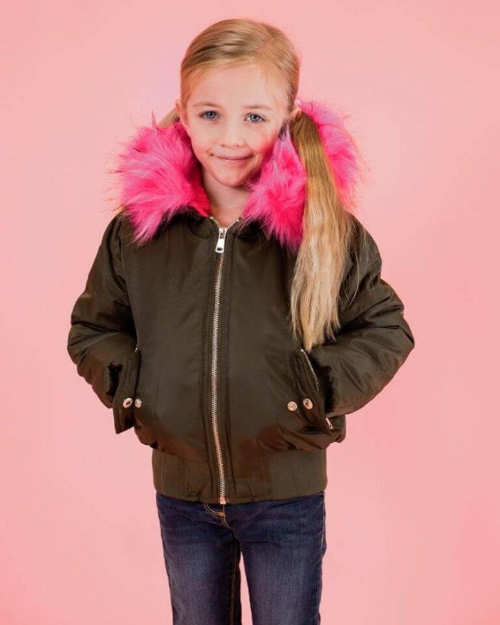 Olivová detská zimná bunda s cyklámenovou kožušinou