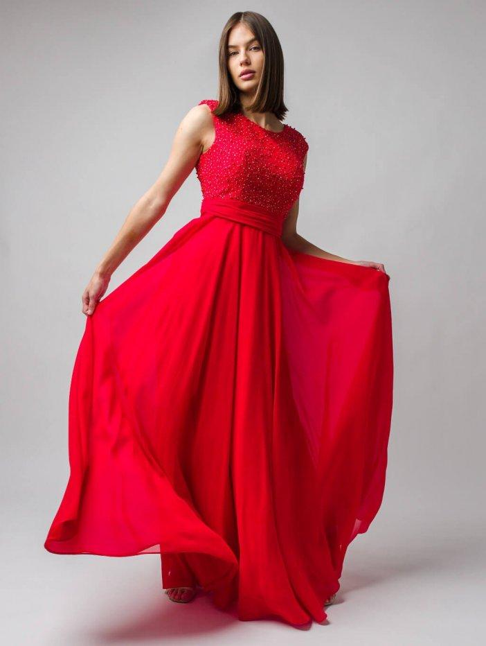 Červené dlhé spoločenské šaty vyšívané perlami
