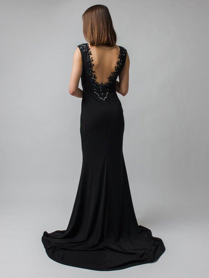 Čierne dlhé spoločenské šaty so zdobením na chrbte