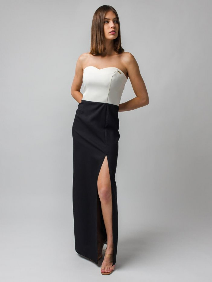 Čierno-biele elegantné šaty s rozparkami