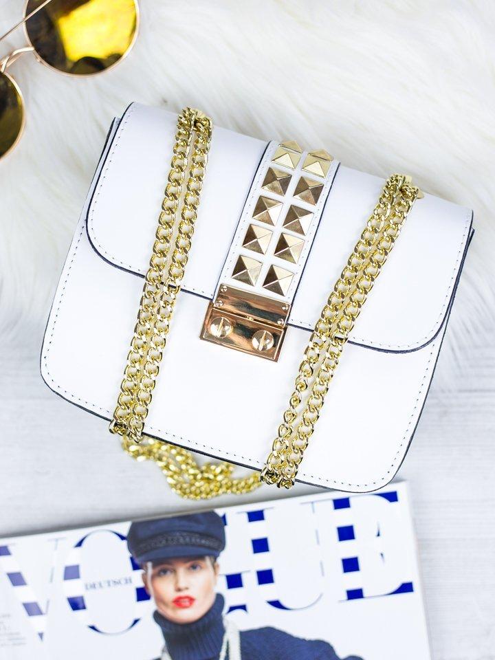 Biela kožená kabelka so zlatým vybíjaním