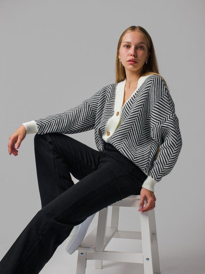Bielo-čierny sveter Adrienne