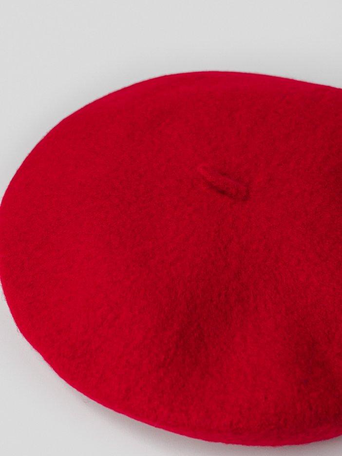 Červená baretka Betsy