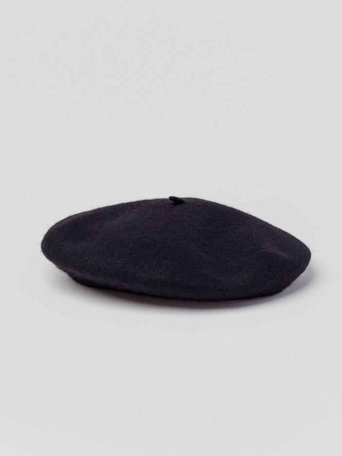 Čierna baretka Betsy