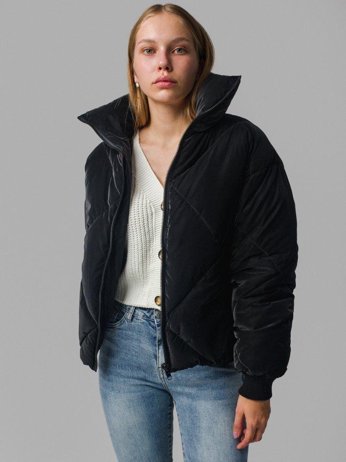 Čierna bunda Loya