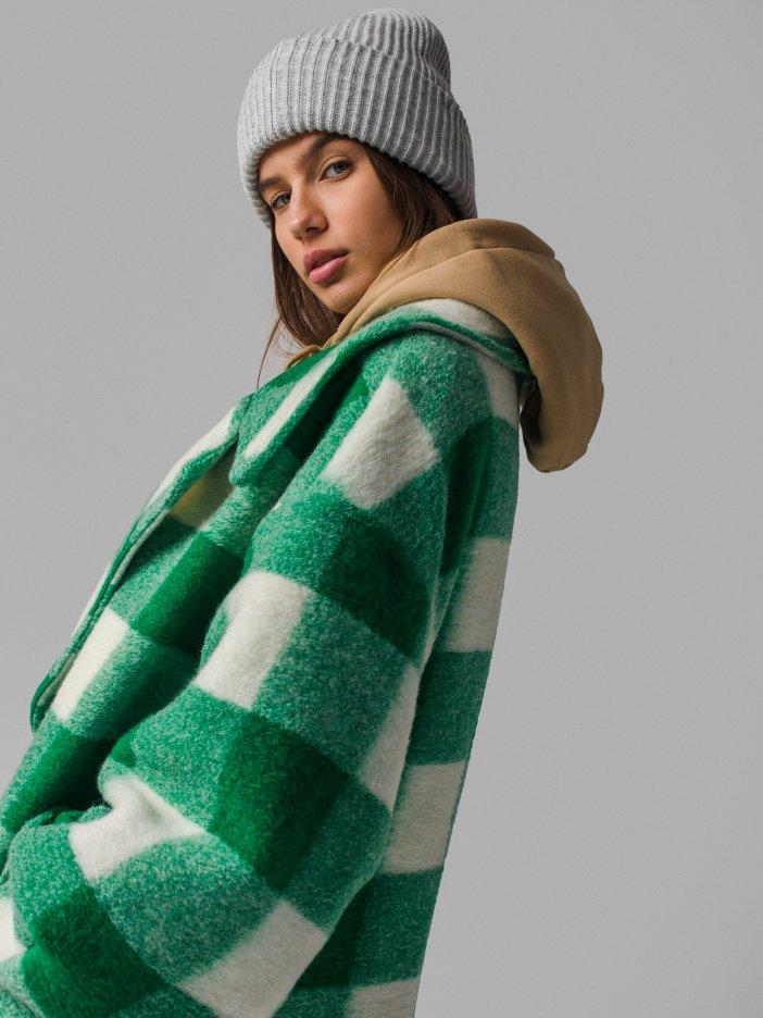 Zeleno-biely kabát Audra